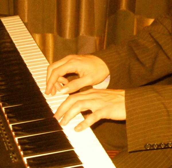 Solo piano, romantic piano and classical pianist for wedings and events in Bristol, Bath, Wiltshire, Somerset, Gloucestershire, Oxford and Oxfordshire - www.Stardust-Music.co.uk